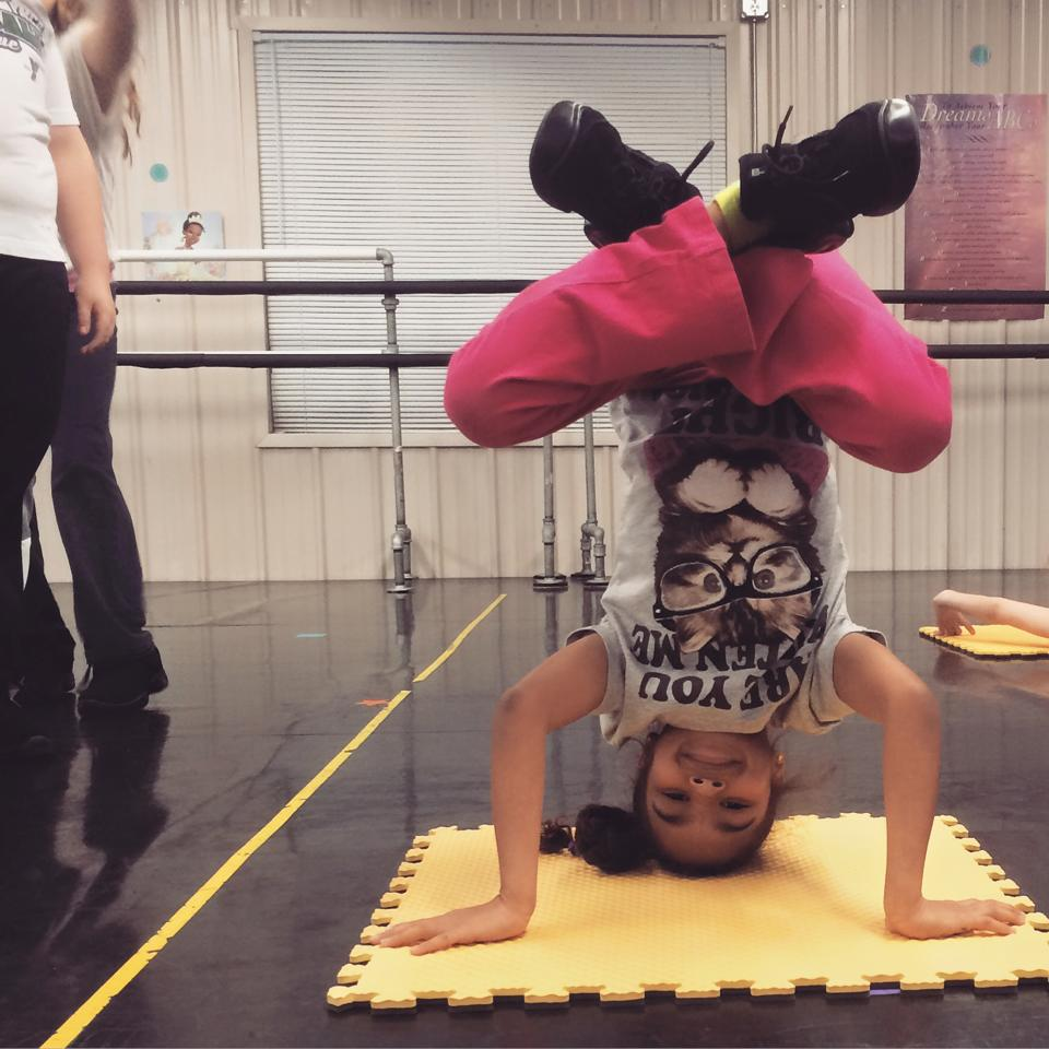 ddh dance hip hop headstand
